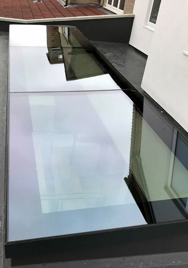 Flat rooflight with glass to glass joints